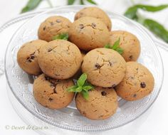 fursecuri cu unt de arahide si ciocolata reteta Unt, Biscotti, Coco, Muffins, Deserts, Food And Drink, Cooking Recipes, Sweets, Cookies