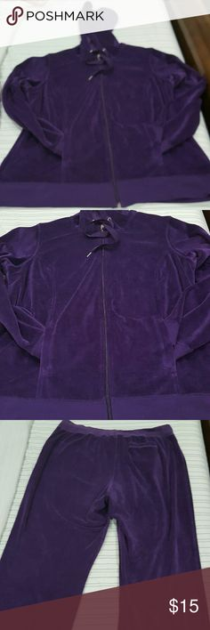 Set jacket and pant Purple Jacket and pant Purple Set of jacket and trousers in velvet,  elastic band at the waist of the jacket and trousers.  Closure on the front of the jacket,  bags on the sides.  Bag behind the pants. 75%cotton 25% polyester. Pant 4 times used Jacket one time used Fashion Bug Jackets & Coats