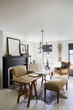 windows lined in dark paint - House Tour: A 19th-Century Federal Home Gets A Fashionable Update  - ELLEDecor.com