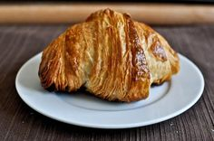 Homemade croissants are so worth it. Making her pumpkin croissants for my love this week! Making Croissants, Homemade Croissants, Chocolate Croissants, Breakfast Pastries, Breakfast Recipes, Dessert Recipes, Pecan Danish Recipe, Pastry Recipes, Cooking Recipes