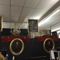Paire de Cantonnières à rideaux en bois et stuc doré et peint et