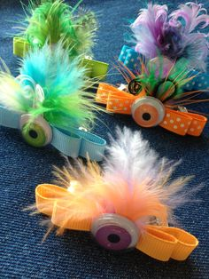Omggghg monster bows 🎀🎀 👾 girls would love these! Hair Ribbons, Diy Hair Bows, Ribbon Bows, Dog Bows, Baby Bows, Halloween Hair Bows, Ribbon Sculpture, Diy Hair Accessories, How To Make Bows