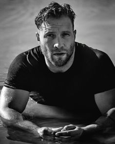 Actor Jai Courtney becomes an avid explorer of nature in the images of the April issue of GQ Australia, Handsome Men Quotes, Handsome Arab Men, Hot Guys, Hot Men, Gq Australia, Strong Woman Tattoos, Rodrigo Santoro, Beautiful Women Quotes, Men Quotes Funny