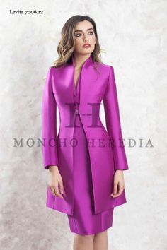 Vestidos de Fiesta Moncho Heredia 2018 - Entrenovias Suits For Women, Clothes For Women, Trench Coat Style, Church Suits, Chanel Fashion, African Design, Modest Fashion, Mother Of The Bride, Cute Dresses