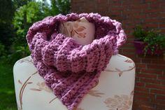 Häkelschals - Schalkragen aus dicker Wolle in rosa gehäkelt - ein Designerstück von wollkaethe bei DaWanda