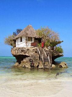 Una casa poco convencional en el océano de Tanzania