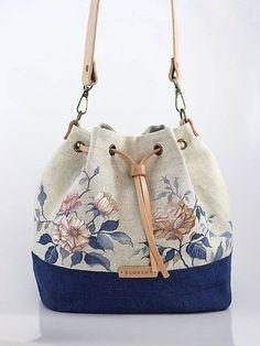 Best 12 Blubery / Ručne maľovaná ľanová kabelka z ľanu Patchwork Bags, Quilted Bag, Bag Quilt, How To Make Handbags, Fabric Bags, Handmade Bags, Fashion Bags, Purses And Bags, Sewing Patterns