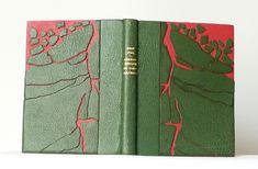Reliure demi-cuir vert, décor représentant la débâcle de la banquise en vert sur un fond rouge. L'ouvrage contient une splendide lithographie originale de Nicolas de Staël représentant René Char