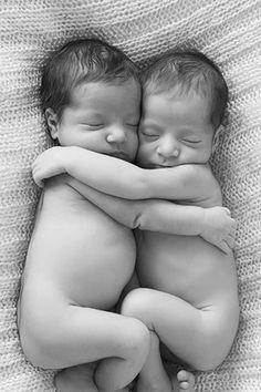 New Life - Married Life - Praise Wedding - My list of the most beautiful baby products Cousin Pictures, Cute Baby Pictures, Newborn Pictures, Newborn Twins, Twin Babies, Cute Babies, Newborns, Twin Baby Photography, Children Photography
