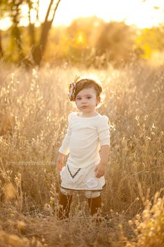 beautiful backlighting - idea for Lexie's photos! Girl Photography, Children Photography, Newborn Photography, Outdoor Toddler Photography, Indoor Photography, Photography Ideas, Little Girl Photos, Toddler Pictures, Fall Pictures