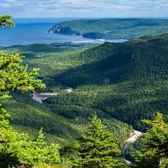 Ingonish Beach from Franey Hiking trail (Cape Breton Highlands National Park) - Photo by visitnovascotia Beautiful Ocean, Beautiful Places, Beautiful Scenery, Amazing Places, Cabot Trail, Atlantic Canada, Skyline, Cape Breton, Newfoundland And Labrador