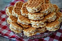 Faguri cu crema de lamaie Breakfast, Food, Waffles, Morning Coffee, Essen, Meals, Yemek, Eten