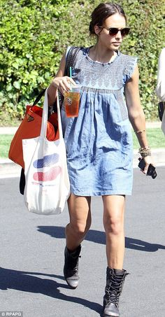 Another cool look by Jessica Alba.