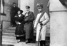 Hannover Ernst August III of Duke of Brunswick Germany leaving the cathedral of Berlin with his wife duchess Viktoria Luise of Brunswick and Prince. Prince Héritier, Prince And Princess, Princess Victoria, Queen Victoria, Adele, Brunswick Germany, Ernst August, Queen Sophia, Reine Victoria