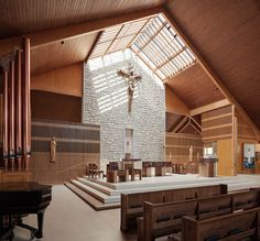 Larger center accent wall for stage Church Architecture, Religious Architecture, Concept Architecture, Architecture Design, Church Interior Design, Church Design, Immaculate Conception Church, Altar Design, Modern Church
