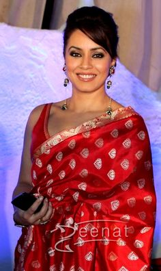 who pitched the theme ' l love my India' in the movie ' seems to live it as she puts on the resplendent drape of the country, a with elan! Indian Bollywood, Bollywood Actress, Red Saree, Sari, Traditional Silk Saree, Desi Clothes, Celebs, Celebrities, Indian Wear