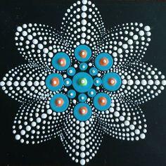 Mandalas pontilismo Dot Painting Tools, Dot Art Painting, Mandala Painting, Painting Patterns, Stone Painting, Mandala Painted Rocks, Mandala Rocks, Mandela Rock Painting, Mandala Canvas