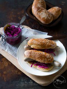 Vatsasekaisin Kilinkolin -ruokablogi: HOTDOGIT & FENKOLI-PUNAKAALIPIKKELSI