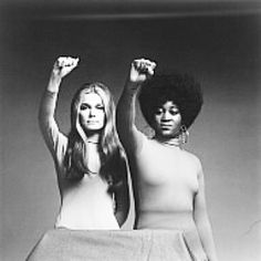 Iconic image of Gloria Steinem & Dorothy Pitman Hughes (photograph by Dan Wynn for Esquire Magazine in 1971). Ms Hughes & Ms Steinem met in New York City (because of mutual work in women & child welfare). They found Ms. Magazine (1971) & toured together to raise awareness of gender, race & class issues through the 1970s. This show of unity translated into an iconic b photograph, now part of the National Portrait Gallery collection, Smithsonian Institute.#blackhistory #civilrights