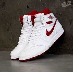 79d10de5a7fb Air Jordan 1 Retro High OG (white varsity red) in the original Chicago