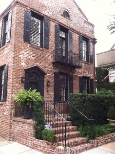 Exterior house shutters charleston sc 40 ideas for 2019 Best Exterior Paint, House Paint Exterior, Exterior House Colors, Exterior Design, Window Shutters Exterior, House Shutters, Black Shutters, House Paint Color Combination, Townhouse Designs