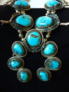 272 g Vintage Navajo Sterling Silver Squash Blossom Necklace w 17 Large Bisbee Blue Turquoise Stones. Absolutely GORGEOUS Necklace!