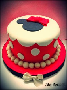 Minnie Mouse Red Polka Dot Cake! #disneycakeblog