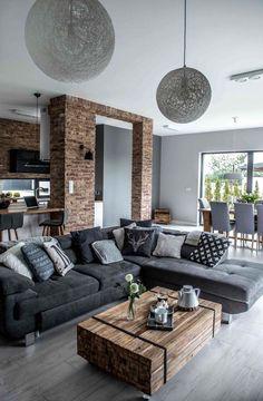 Un salón y cocina abiertos. La pared de ladrillo envejecido y la madera contrastan con el frío de los tonos del suelo y mobiliario gris. #home #decor