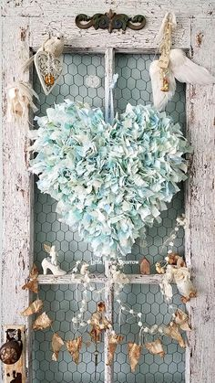 This Blue Rag Fabric Wire Heart Wedding Backdrop Sweethearts is just one of the custom, handmade pieces you'll find in our wall hangings shops. Shabby Chic Crafts, Vintage Shabby Chic, Shabby Chic Homes, Vintage Country, Wedding Props, Wedding Decor, Wedding Shot, Wedding Dj, Fabric Hearts