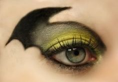 Batman eye make-up! This makes me want to be batman for Halloween Maquillage Halloween, Last Minute Halloween Costumes, Halloween Make Up, Batgirl Halloween, Haloween Ideas, Halloween Moon, Pretty Halloween, Haunted Halloween, Make Up