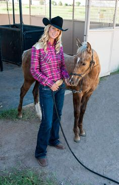 Breeding horses specifically for barrel racing arguably reached its watershed moment in 1992 when the National Barrel Horse Association first established. Barrel Racing Quotes, Barrel Racing Horses, Barrel Horse, Horse Training Tips, Horse Tips, Horse Saddles, Western Saddles, Country Girls, Country Style