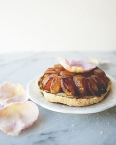 MINI ROSE TARTE TATIN // The Kitchy Kitchen
