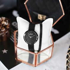 Ready om te shinen vanavond? 💃🏻 Met dit horloge van Jacques Leemans horloge in combinatie met het Donna Mae armbandje zit dat stralen wel goed! 😉🔎1040890 + 143446 #lucardi #jewellery #jewelry #friday #shine #dance #weekend #watch #armparty