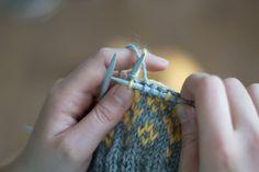 Dominoivan langan hakeminen Knitting Charts, Knitting Patterns, Knitting Ideas, Boot Cuffs, Yarn Projects, Knit Or Crochet, Fingerless Gloves, Arm Warmers, Ravelry