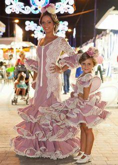 Trajes madre-hija a juego Flamenco Party, Flamenco Costume, Pretty Dresses, Beautiful Dresses, Dance Dresses, Girls Dresses, Costume Ethnique, Baby Dress, Dress Up