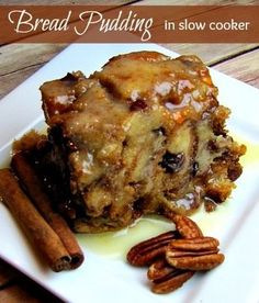 To Die For Bread Pudding Slow Cooker Recipe Oh my! This bread pudding slow cooker recipe is the absolute best bread pudding I have ever tasted on this side of heaven. Ingredients: 3 large eggs c of light Crock Pot Desserts, Slow Cooker Desserts, Slow Cooked Meals, Crock Pot Slow Cooker, Crock Pot Cooking, Slow Cooker Recipes, Just Desserts, Crockpot Recipes, Delicious Desserts