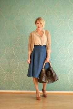 A fashion blog for women over 40 and mature women Blouse + Skirt: Dorothee Schumacher, Cardigan: René Lezard Bag: Louis Vuitton Shoes: Laura by Görtz  http://www.glamupyourlifestyle.com/