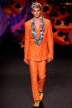 Jeremy Scott is proud to call LA home. So this year, he's bringinghis SS17 menswear collection forMoschino to his own backyard. Literally. Staged in an exotic garden wonderland, Scott's Moschino Menswear vision is a vibrant outburst of... »