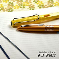JBWelly.com A writer's tools. LAMY Safari fountain pen, Pilot Metropolitan fountain or rollerball pen, and a Leuchtturm1917 B5 Composition notebook. ✍🏼📚😍 #bujo #bulletjournal #bulletjournalling #bulletjournalcommunity #plannerlove #plannernerd #planneraddict #leuchtturm #leuchtturm1917 #notebook #journal #journaling #write #writer #writing #handwriting #sketch #draw #everydaycarry #lamy #lamysafari #lamysafaridarklilac #lamysafaripen #pilot #pilotmetropolitan #fpgeeks #jbwelly