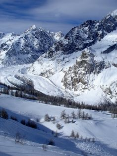 Where to Ski in Italy's Alps - Walks of Italy Ski Europe, Road Trip Europe, Ski Italy, Italy Travel, Beautiful Places To Visit, Cool Places To Visit, Italy Tourist Attractions, Ski Weekends, Italy Destinations