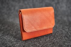 Wallet // Hand-stitched unisex wallet made of a quality vegetable tanned cow leather Tan