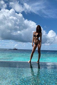 sexy Em. Sexy Bikini, Bikini Girls, Emily Ratajkowski Style, Prety Girl, Brown Eyed Girls, Sexy Legs And Heels, Photography Illustration, Beach Bum, Classy Women