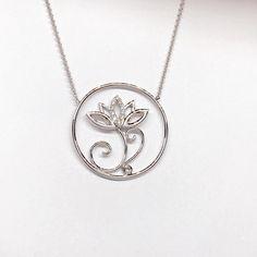 Lotus wit goud met diamant Goudsmid Hans Nagy