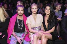 Oha! Krasse Star-Kombi in der Front Row bei der Maybelline-Show am 16. Januar: Bill Kaulitz, Franzsika Knuppe und Rebecca Mir posieren gemeinsam.