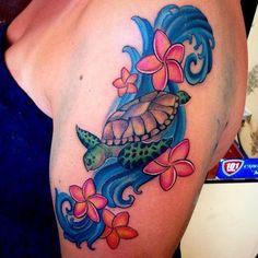 Sea Turtle Tattoo Designs With Meaning Cute Tattoos, Beautiful Tattoos, Body Art Tattoos, Sleeve Tattoos, Tatoos, Ocean Life Tattoos, Hawaii Tattoos, Tropical Flower Tattoos, Hibiscus Tattoo