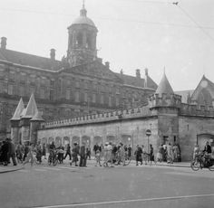 1950. View of the Dam in Amsterdam during the 500-anniversary of the Kalverstraat. The Kalverstraat begins at the Dam and ends 750 meters down at the Munttoren. This tower was once a gate in the medieval city walls. After the walls were built, the street between the Spui and Munttoren came to be known as the Kalverstraat after the cattle market that was held there from 1486 until 1629. #amsterdam #1950 #Kalverstraat
