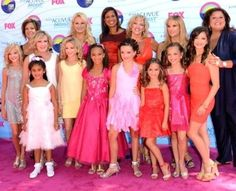 Maddie Ziegler made a public appearance with the cast of Dance Moms at the Teen Choice Awards 2012 Dance Moms Chloe, Watch Dance Moms, Dance Moms Funny, Dance Moms Facts, Dance Moms Dancers, Dance Mums, Dance Moms Girls, Chloe Lukasiak, Mackenzie Ziegler