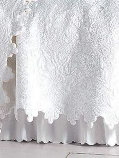 20 ideas for shabby chic quilts french country bed linens White Bedding, Linen Bedding, Bedding Sets, White Coverlet, Ruffle Bedding, Linens And Lace, White Linens, White Cottage, Cool Beds