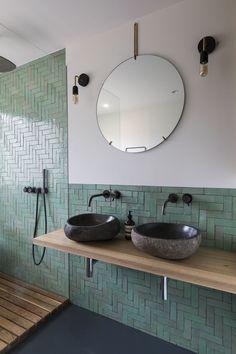 Casa reformada en Ámsterdam Modern Bathroom Design, Bathroom Interior Design, Minimal Bathroom, Different Architectural Styles, Small Bathroom Storage, Bathroom Organization, Bathroom Ideas, Bathroom Cleaning, Bathroom Inspiration