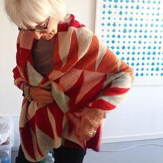 Hanne har strikket en variant af babytæppet (side 32) fra »Vendestrik i lange baner«. Tæppet er strikket i 8 baner (4 baner i opskriften) og måler så 60 x 180 cm  #hannemeedom #vendestrik #vendestrikilangebaner #vingefang #forlagetvingefang